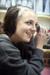 Link: http://blog.urbanoutfitters.com/blog/britney_spears_shaves_her_head